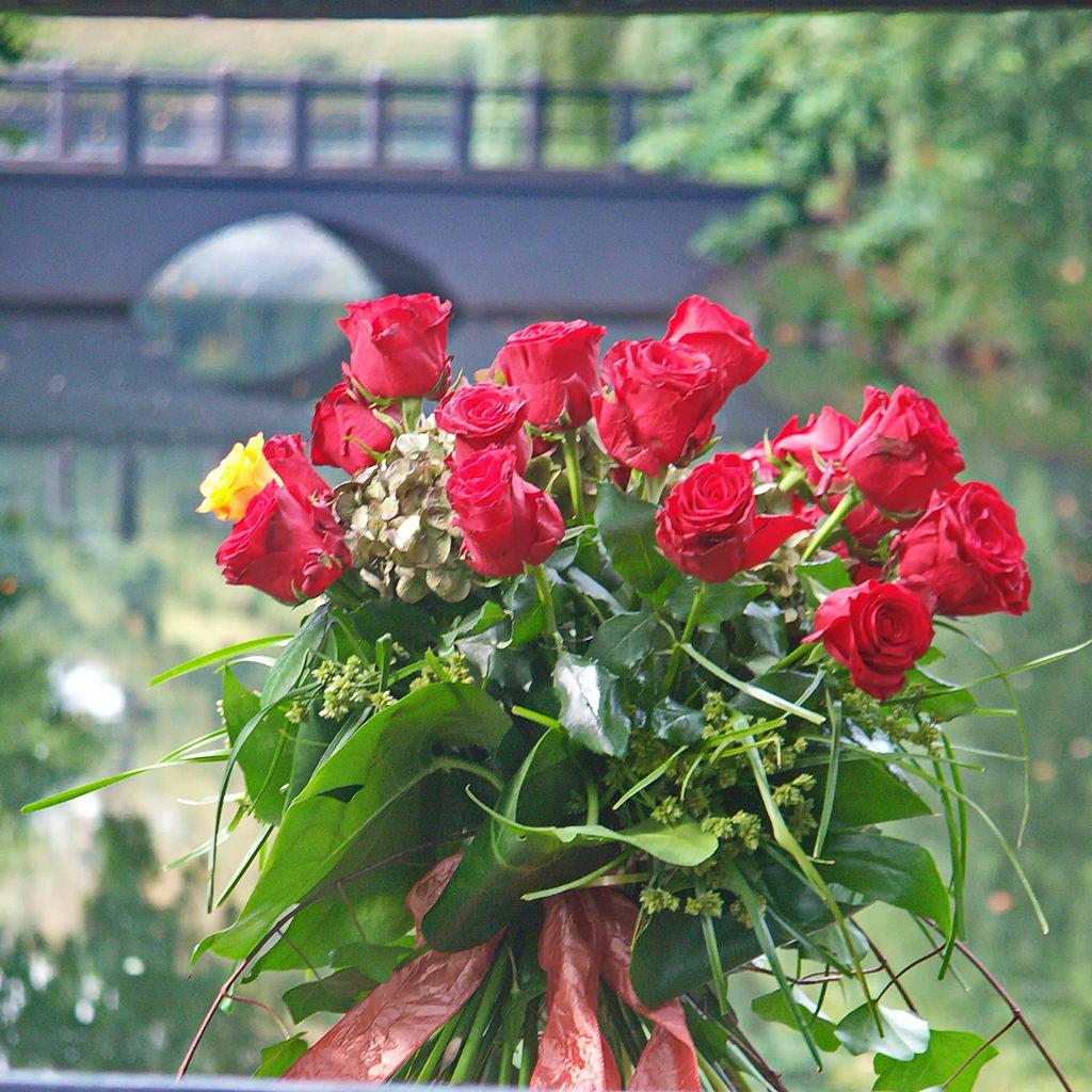 Bukiet czerwonych roz dostarczony przez Pocztę Kwiatową