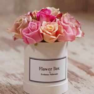 Flower Box Łódź w małym okrągłym pudełku z pastelowymi różami